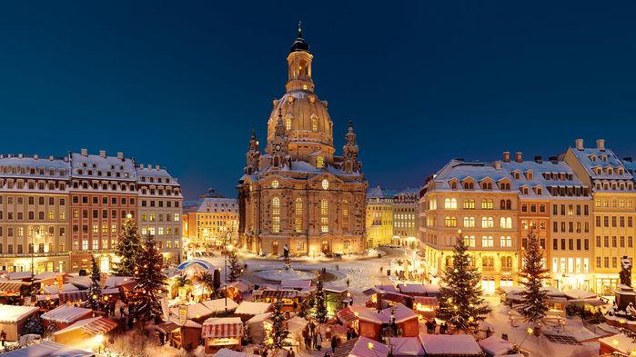 Neumarkt är Dresdens historiska torg, där man i december har en glittrande julmarknad.