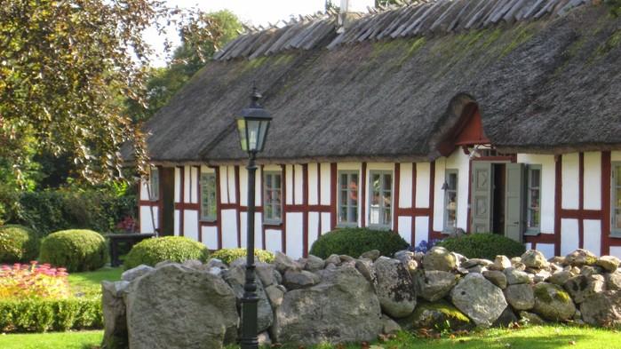 Drakamöllans Gårdshotell ligger i ett naturreservat, strax bortom Brösarps Backar.