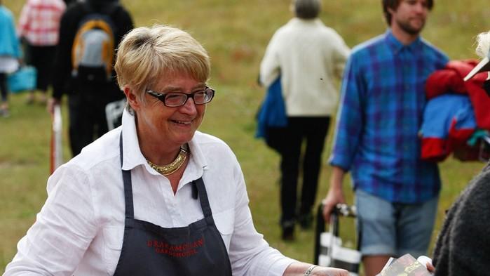 Ingalill Thorsell heter entreprenören som driver Drakamöllans Gårdshotell. Hon kallar sina gäster för ambassadörer och under kvällens middag får vi prova på vad köket kan prestera.