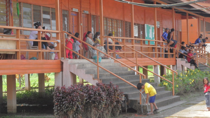 Skola i djungelbyn Abai
