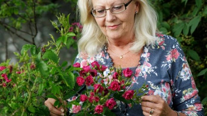 Trädgårdsskribenten Agneta Ullenius är ciceron på resan. Hon visar oss runt i några av sydöstra Skånes mest sevärda trädgårdar.